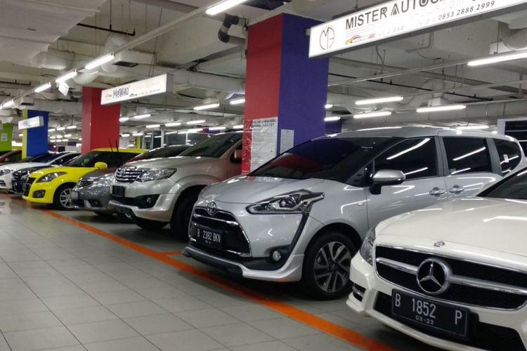 Suasana pusat penjualan mobil bekas di Jakarta Pusat