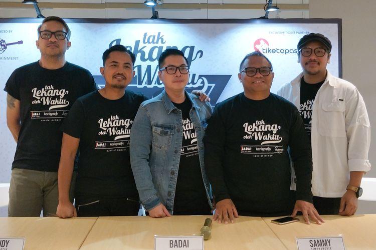 Grup band Kerispatih bersama Badai dan Sammy Simorangkir dalam jumpa pers konser Tak Lekang Oleh Waktu di kawasan Thamrin, Jakarta Pusat, Rabu (13/3/2019).