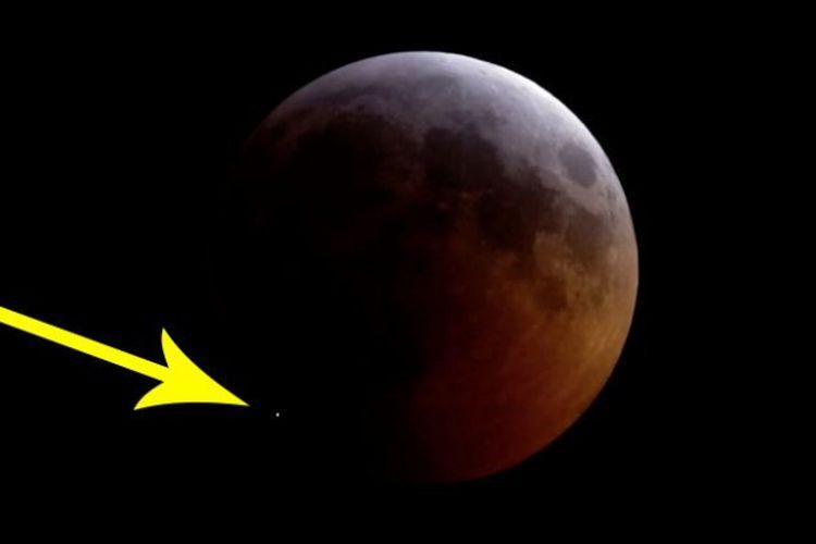 Saat gerhana bulan pada 21 Januari lalu, sebuah meteorit menghantam permukaan bulan