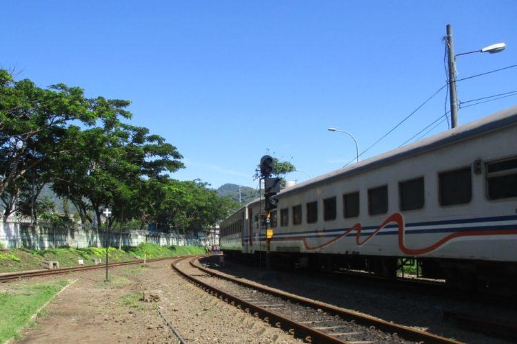 Kereta di Stasiun Merak