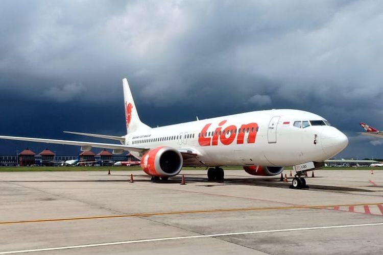Pesawat Jenis B 737-8 MAX Milik Lion Air Diparkir di Bandara Ngurah Rai