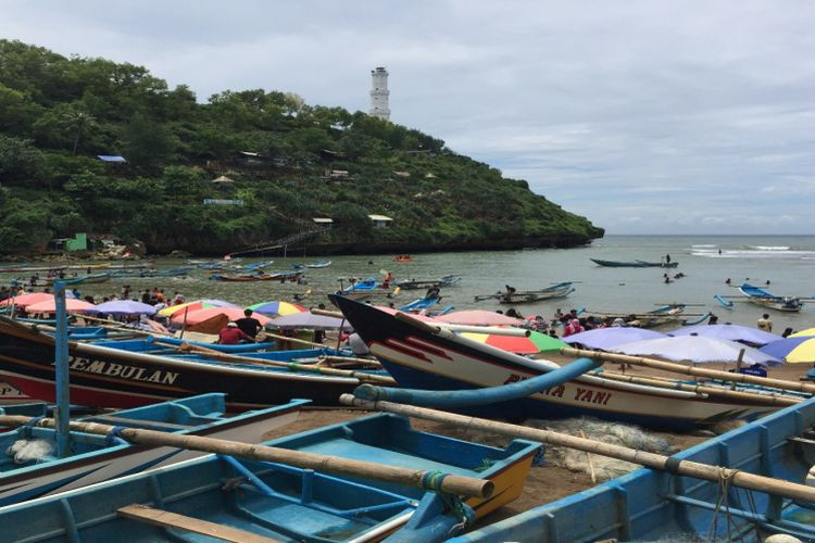 Suasana Pantai Baron, Gunungkidul, Yogyakarta, salah satu pantai yang banyak dikunjungi wisatawan.