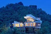Rumah Beratap Kontainer di Puncak Bukit Lombok