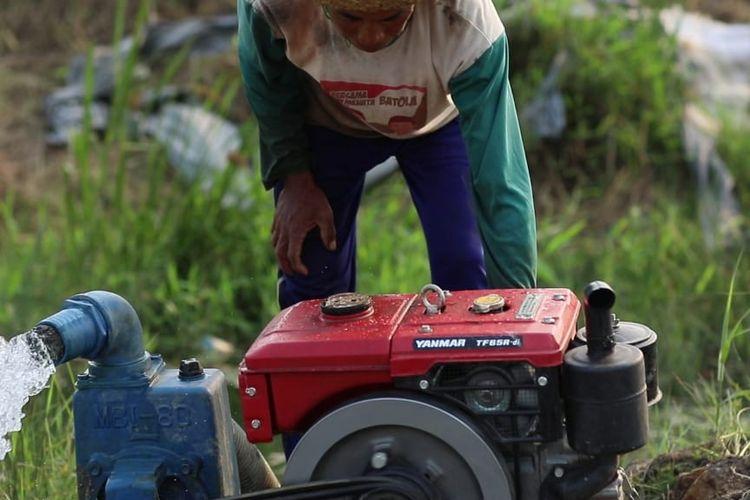 Pemerintah pusat melalui Kementerian Pertanian (Kementan) kembali memberikan bantuan alat mesin pertanian (alsintan) kepada Kabupaten Sarolangun, Jambi, Minggu (23/6/2019).
