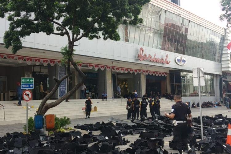 Tampak pusat perbelanjaan Sarinah di Jalan MH. Thamrin, Jakarta Pusat mulai kembali buka hari ini, Sabtu (25/5/2019).
