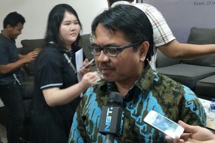 Direktur Komunikasi Strategis SMRC Ade Armando di Kantor SMRC, Jakarta, Kamis (24/1/2018)