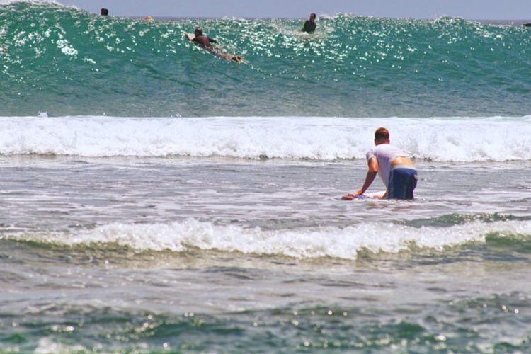 5 Pantai Ramah Buat Surfer Pemula di Bali