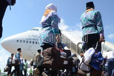 Tiket Pesawat Mahal, 155 Calon Jemaah Haji Naik Bus Menuju Asrama Haji Sudiang Makassar