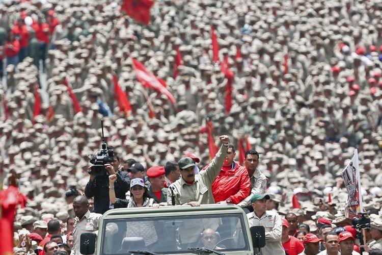 Presiden Nicolas Maduro saat menghadiri HUT ketujuh Milisi Bolivarian di Caracas, Venezuela.