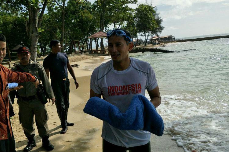 Wakil Gubernur DKI Jakarta Sandiaga Uno seusai berenang di Pulau Bidadari, Kepulauan Seribu, Senin (29/1/2018).(KOMPAS.com/NURSITA SARI)