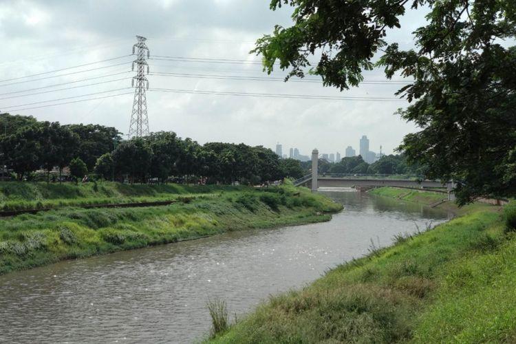 Banjir Kanal Timur (BKT) di kawasan Duren Sawit, Jakarta Timur, Kamis (8/2/2018)