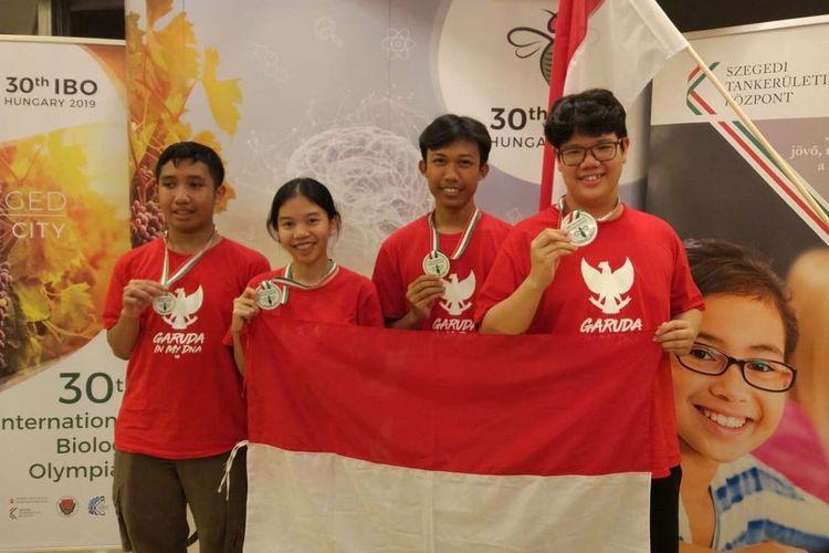 Tim Olimpiade Biologi Indonesia yang berhasil meraih empat medali pada 30th International Biology Olympiad (IBO) yang diadakan di Szeged, Hungaria, pada 14 sampai 21 Juli 2019.