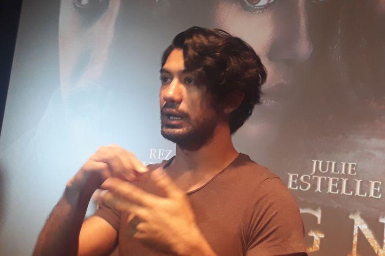 Reza Rahadian sedang membahas soal film terbarunya yang berjudul Gerbang Neraka di XXI Plaza Indonesia, Jakarta Pusat, Senin (21/8/2017).