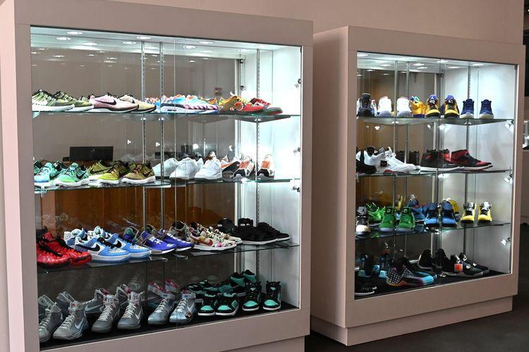 Sneakers yang dilelang Stadium Goods dan Sotheby
