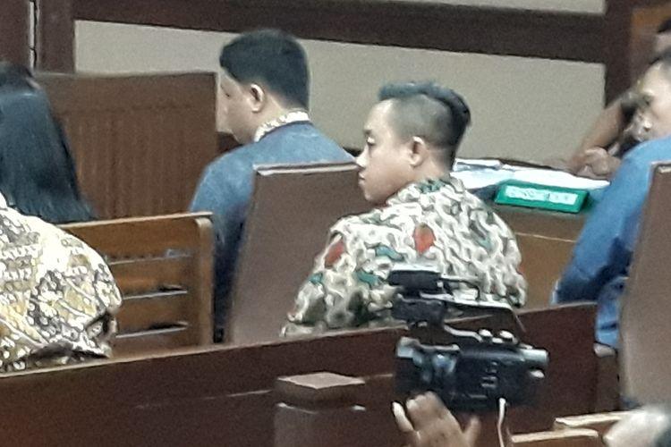 Staf pribadi Menteri Pemuda dan Olahraga, Miftahul Ulum di Pengadilan Tipikor Jakarta, Kamis (25/4/2019).
