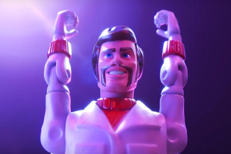 Duke Caboom, karakter yang diperankan Keanu Reeves.