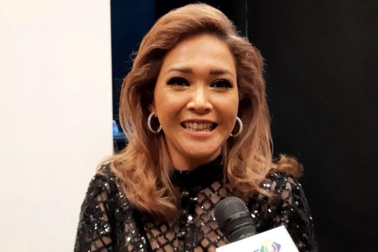 Maia Estianty usai menjadi juri di babak Spektakuler Show Top 5 Indonesian Idol X di kawasan Kebon Jeruk, Jakarta Barat, Selasa (4/2/2020).