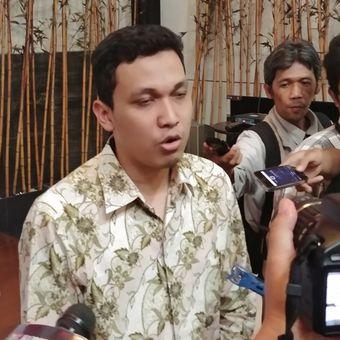 Peneliti Lingkaran Survei Indonesia Ardian Sopa, di Kantor LSI, Jakarta,  Kamis (14/12/2017).