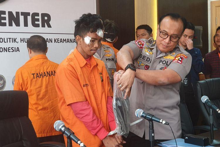 Andri Bibir, pelaku kerusuhan 22 Mei, saat dihadirkan dalam jumpa pers di Kantor Kemenko Polhukam, Jakarta, Sabtu (25/5/2019).