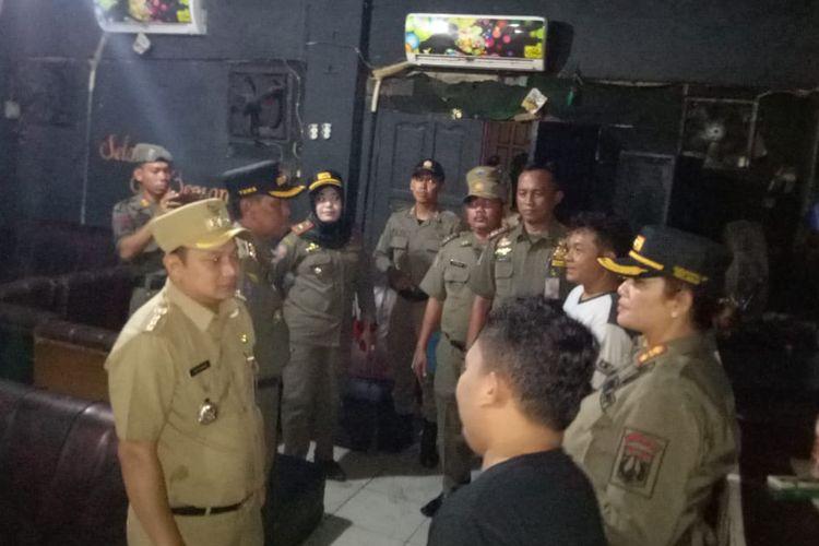 Satpol PP mengadakan operasi pekat di sejumlah tempat hiburan si Jakarta Utara untuk menyosialisasikan aturan jam operasional selama Bulan Ramadan, Rabu (1/5/2019).