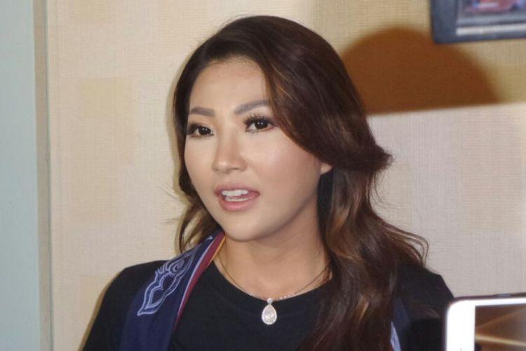 Sarwendah Tan menghadiri jumpa pers pertunjukkan teater berjudul Langit 7 Bidadari di Grand Kemang, Jakarta Selatan, Kamis (17/5/2018).