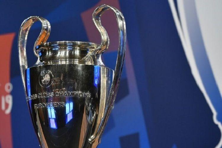 Trofi Liga Champions dipamerkan jelang drawing babak 16 besar di markas UEFA, Nyon, Swiss, 17 Desember 2018.