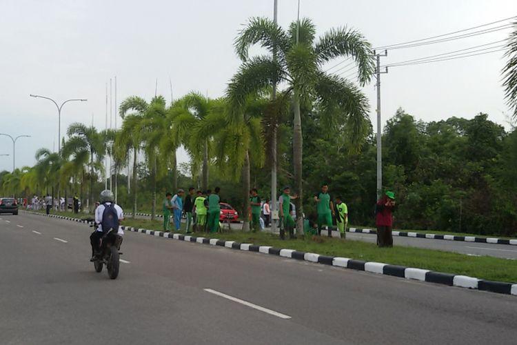 Ruas Jalan Pulau Pelepas, kawasan perkantoran gubernur Kepulauan Bangka Belitung ditanami lada, Jumat (9/11/2018).
