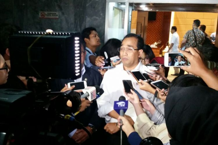 Menteri Perhubungan Budi Karya Sumadi saat ditemui di Gedung DPR, Jakarta, Selasa (13/3/2018).