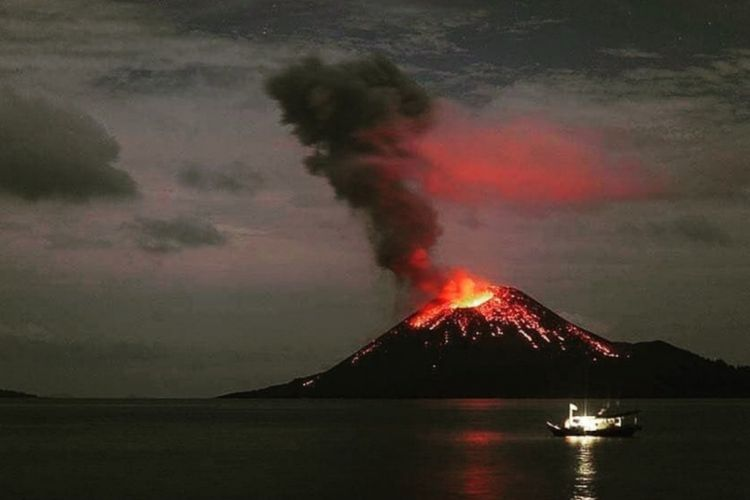 Anak Gunung Krakatau meletus sebayak 49 kali sepanjang Jumpat (3/8/2018) pagi.