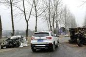 Pencuri Tewas 10 Menit Setelah Mobil yang Dirampasnya Menabrak Truk