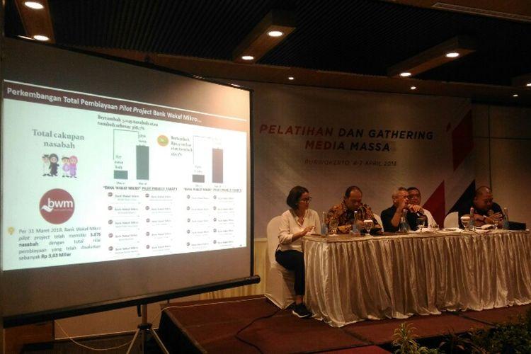 Seminar dan Diskusi Bank Wakaf Mikro oleh Otoritas Jasa Keuangan (OJK) di Hotel Java Heritage Purwokerto, Jawa Tengah, Kamis (5/4/2018).