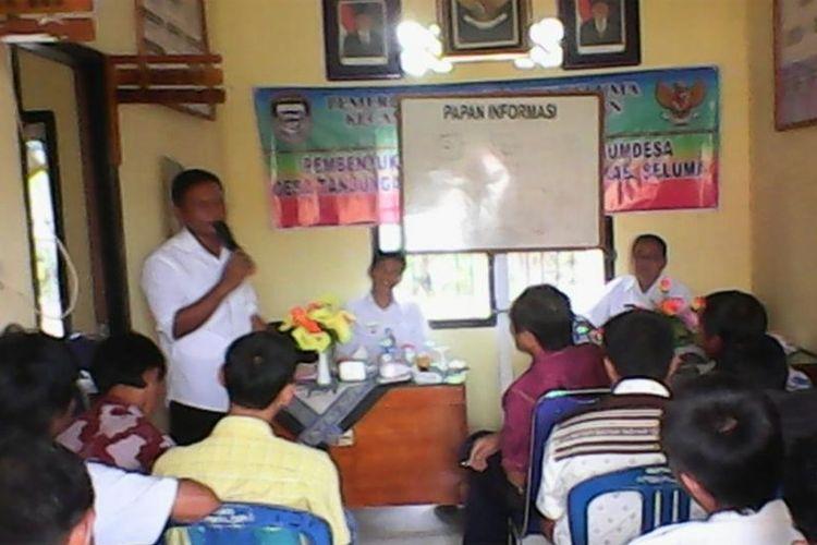 Kucuran dana desa sejak 2015 hingga 2017 lalu diklaim mampu memperbaiki tren pembangunan di Kabupaten Seluma, Provinsi Bengkulu