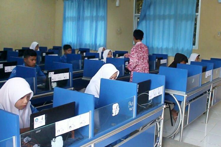 Suasana saat ujian UNBK SMK N Saptosari, Gunungkidul