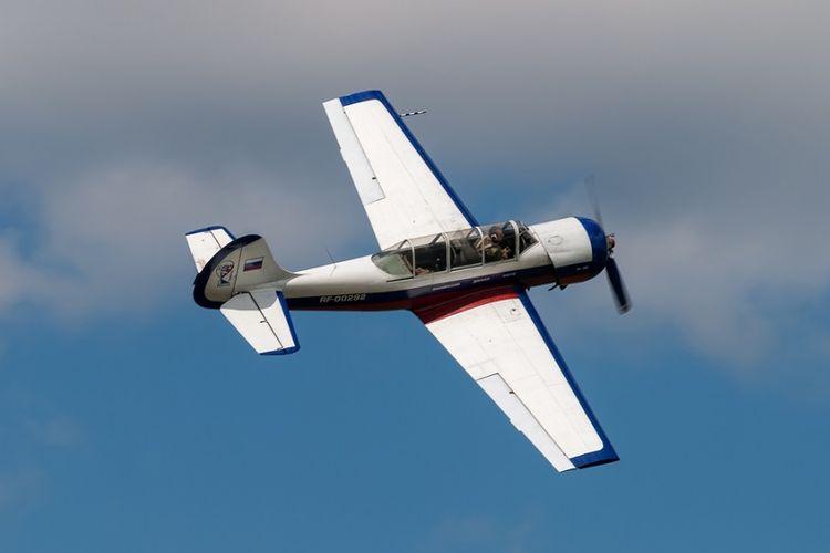 Pesawat pelatihan Yakovlev Yak-52 buatan Rusia.