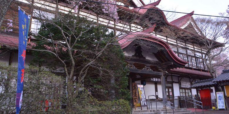 Taman Takatojoshi Koen di daerah Shinshu, Prefektur Nagano, Jepang, merupakan sebuah taman yang terkenal sebagai tempat melihat bunga sakura. Setiap tahun, sekitar 200.000 wisman datang ke taman ini.
