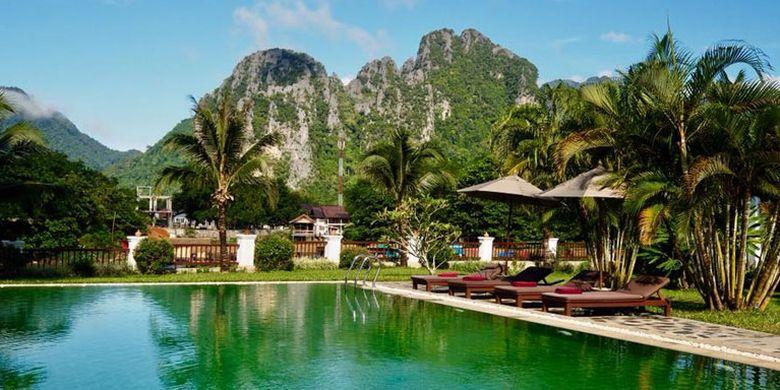 Kolam renang di Riverside Van Vieng, Laos.