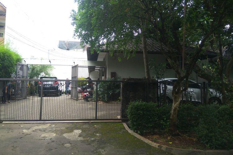 Rumah mantan Menteri Penerangan Harmoko di masuki orang tak dikenal di Jalan Taman Patra, Kuningan, Jakarta Selatan, Minggu (14/1/2018)