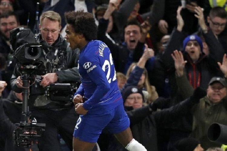 Willian tampak begitu emosional saat merayakan golnya pada pertandingan Chelsea vs Newcastle United dalam lanjutan Liga Inggris di Stadion Stamford Bridge, 12 Januari 2019.