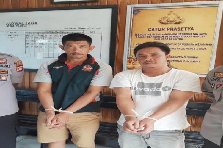 Kedua pelaku calo tiket setelah diamankan di Polres Kotawaringin Barat