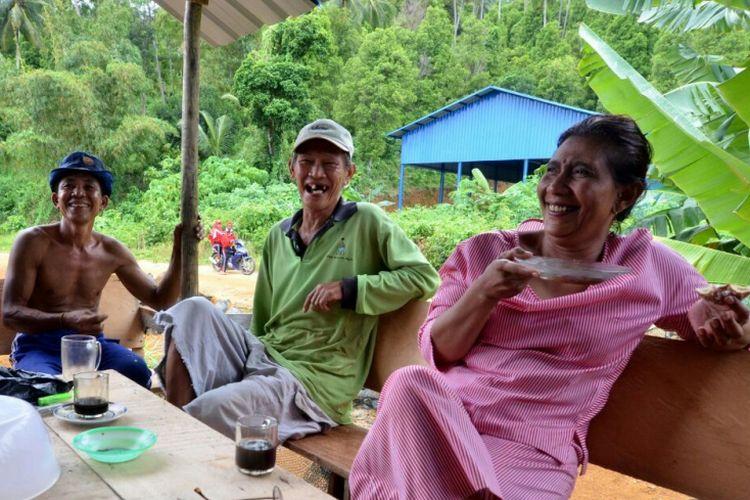 Menteri Susi berbincang dengan nelayan Natuna