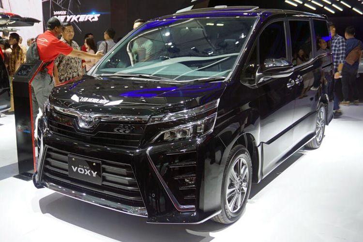 Toyota Voxy meluncur di Gaikindo Indonesia International Auto Show (GIIAS),  Kamis (10/8/2017).