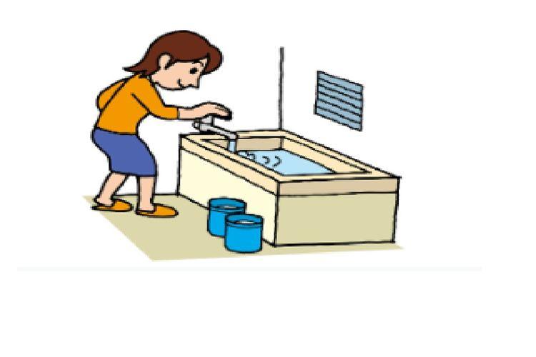 Isi bak mandi sampai penuh saat musim hujan.
