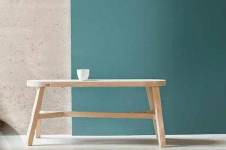 Warna teal yang dipopulerkan oleh AkzoNobel, perusahaan di balik merk cat Dulux. Warna ini datang bersama kampanye Unlocking Potential yang mendorong konsumen membongkar batas-batas dalam desain interior dan menggali potensi masing-masing ruangan.