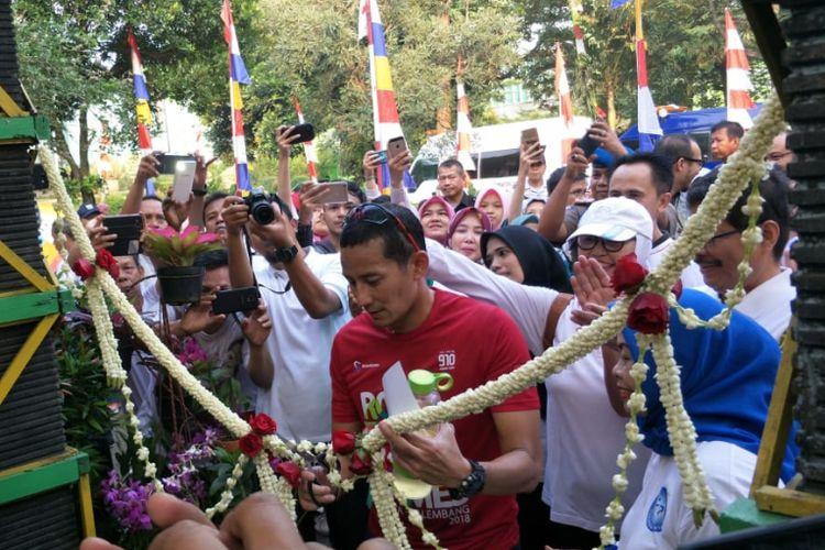 Wakil Gubernur DKI Jakarta Sandiaga Uno meresmikan Gerai Tani OK OCE Ragunan di Pusat Pengembangan Benih dan Proteksi Tanaman, Jakarta Selatan, Jumat (20/7/2018).