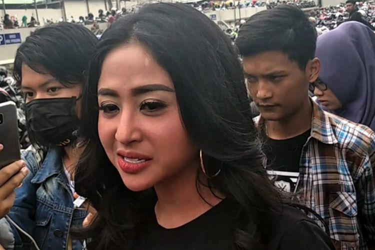 Dewi Perssik saat ditemui di kawasan Tendean, Jakarta Selatan, Rabu (31/10/2018).