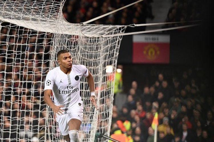 Kylian Mbappe merayakan golnya pada pertandingan Manchester United vs PSG di Stadion Old Trafford dalam babak 16 besar Liga Champions, 12 Februari 2019.