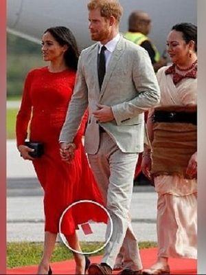 Meghan Markle lupa mencabut label harga di gaun merahnya.