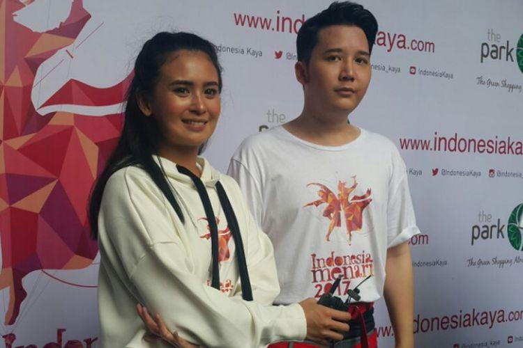 IKON--Artis Ayushita dan Rangga Moela menjadi ikon Indonesia Menari 2017 di Kota Solo, Minggu (19/11/2017)