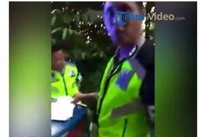 Cari-cari Kesalahan Sopir untuk Ditilang, 2 Polisi Dicopot dari Jabatan