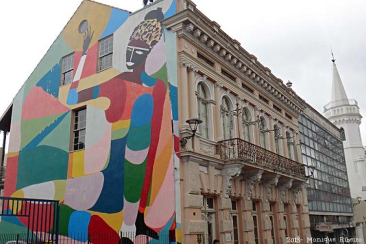 Graviti di bangunan Galeri Julio Moreira.